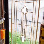 金色縁のステンドグラス