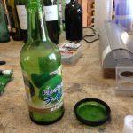 ビンを輪切りしてます!