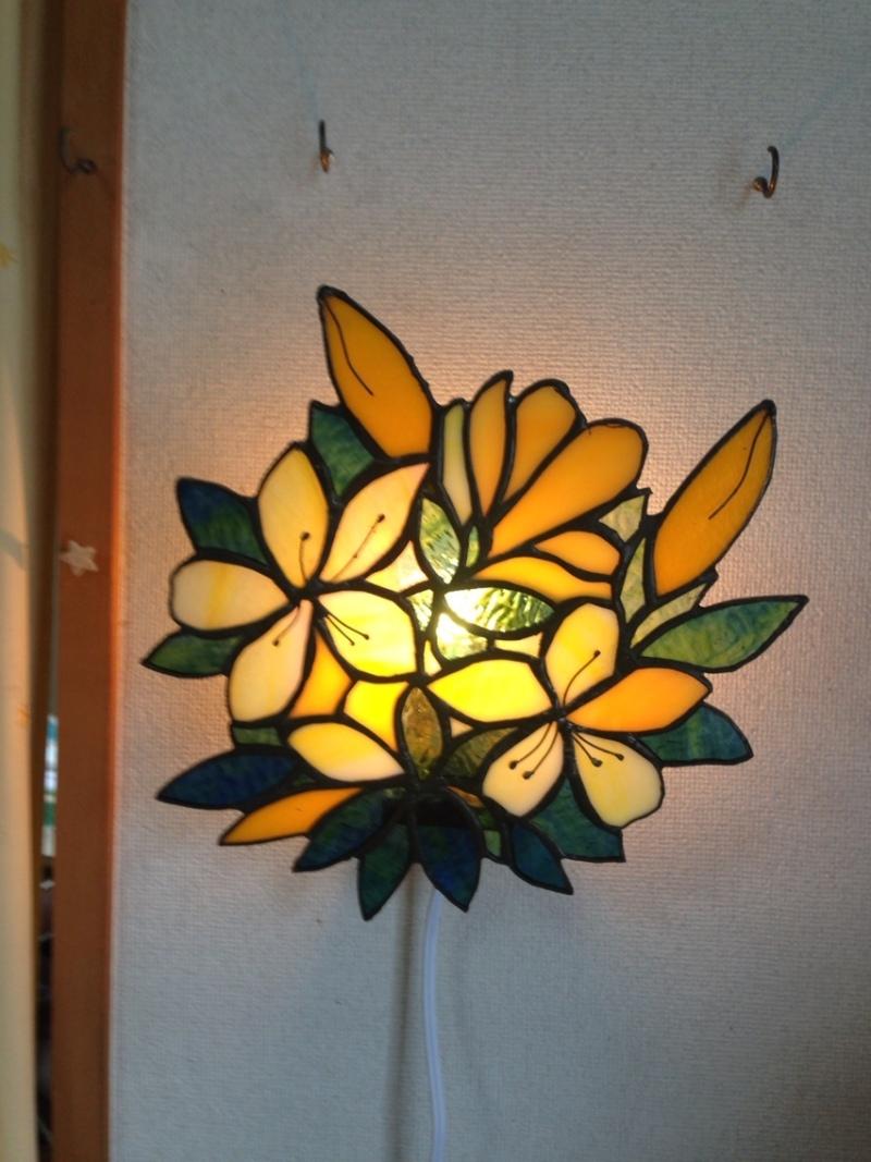 ステンドグラス壁掛けランプ