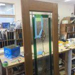 ドアのステンドグラスの修理