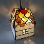 生徒さんの作品。家の形のランプ